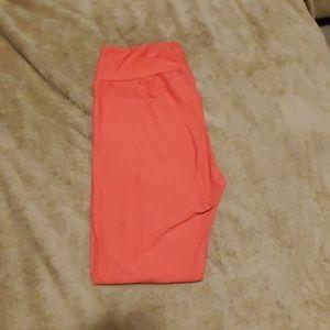 LuLaRoe coral colored leggings
